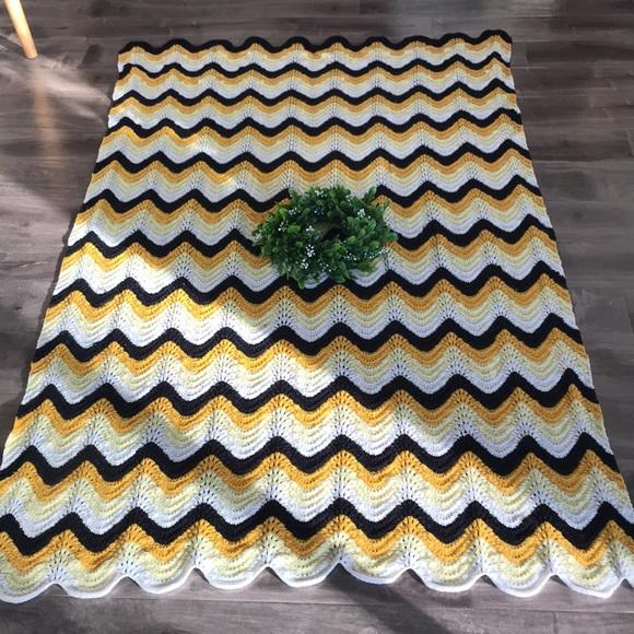 VINTAGE handmade granny blanket